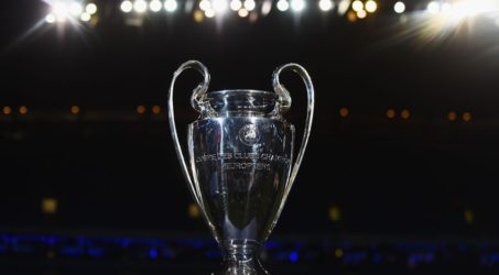 Liverpool wint met gelukje van Ajax